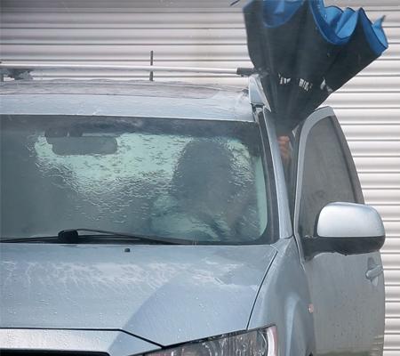 guarda-chuva-invertido-carro